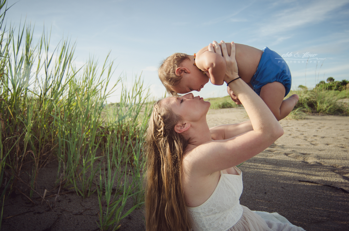 Breastfeeding at the beach / Ebb and Flow Photography / #jabonetemonth