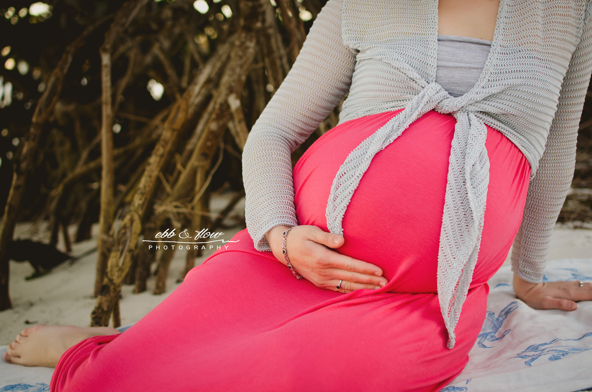 beautiful belly by the mangrove - beach maternity session - ebb and flow photography