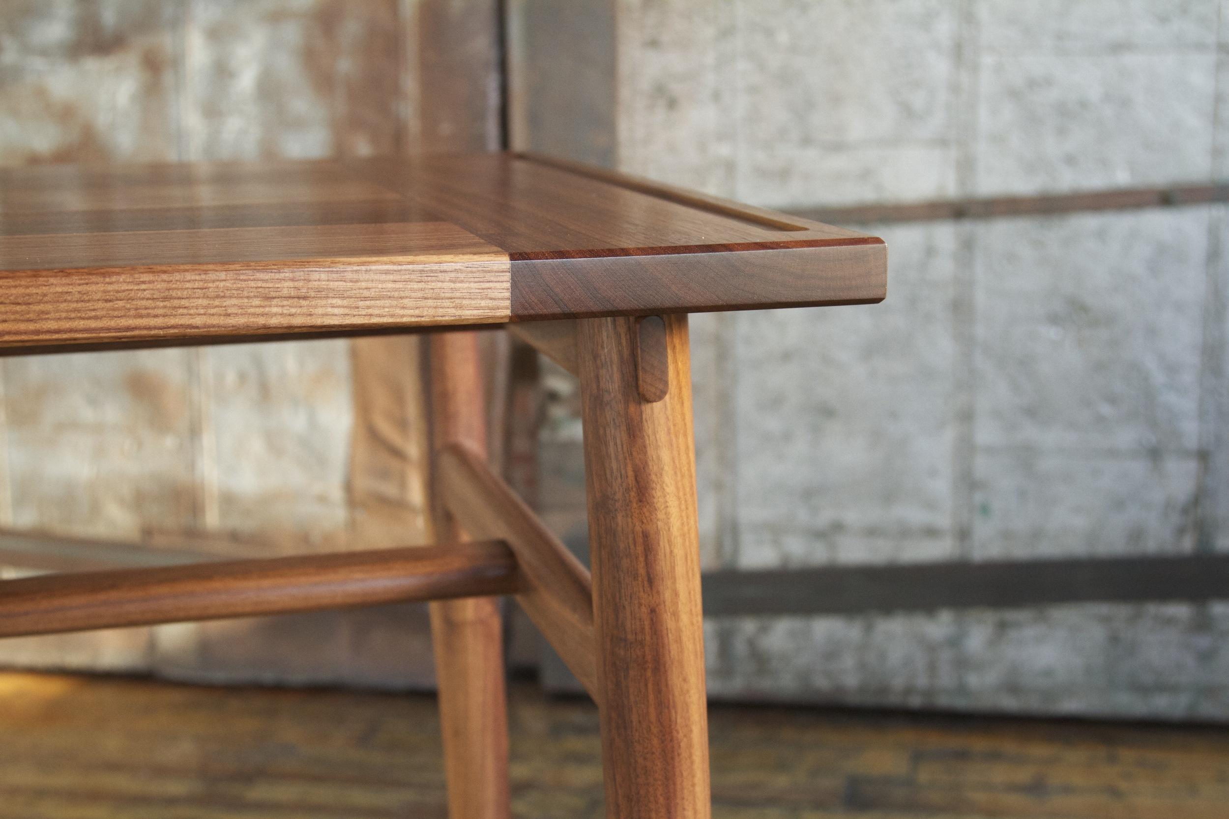 Lendon table in walnut - oiled