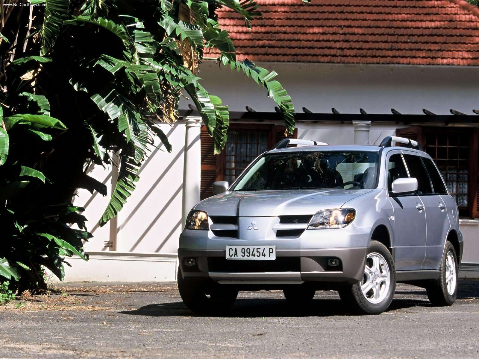 Mitsubishi-Outlander_European_Version_2003_1600x1200_wallpaper_06.jpg