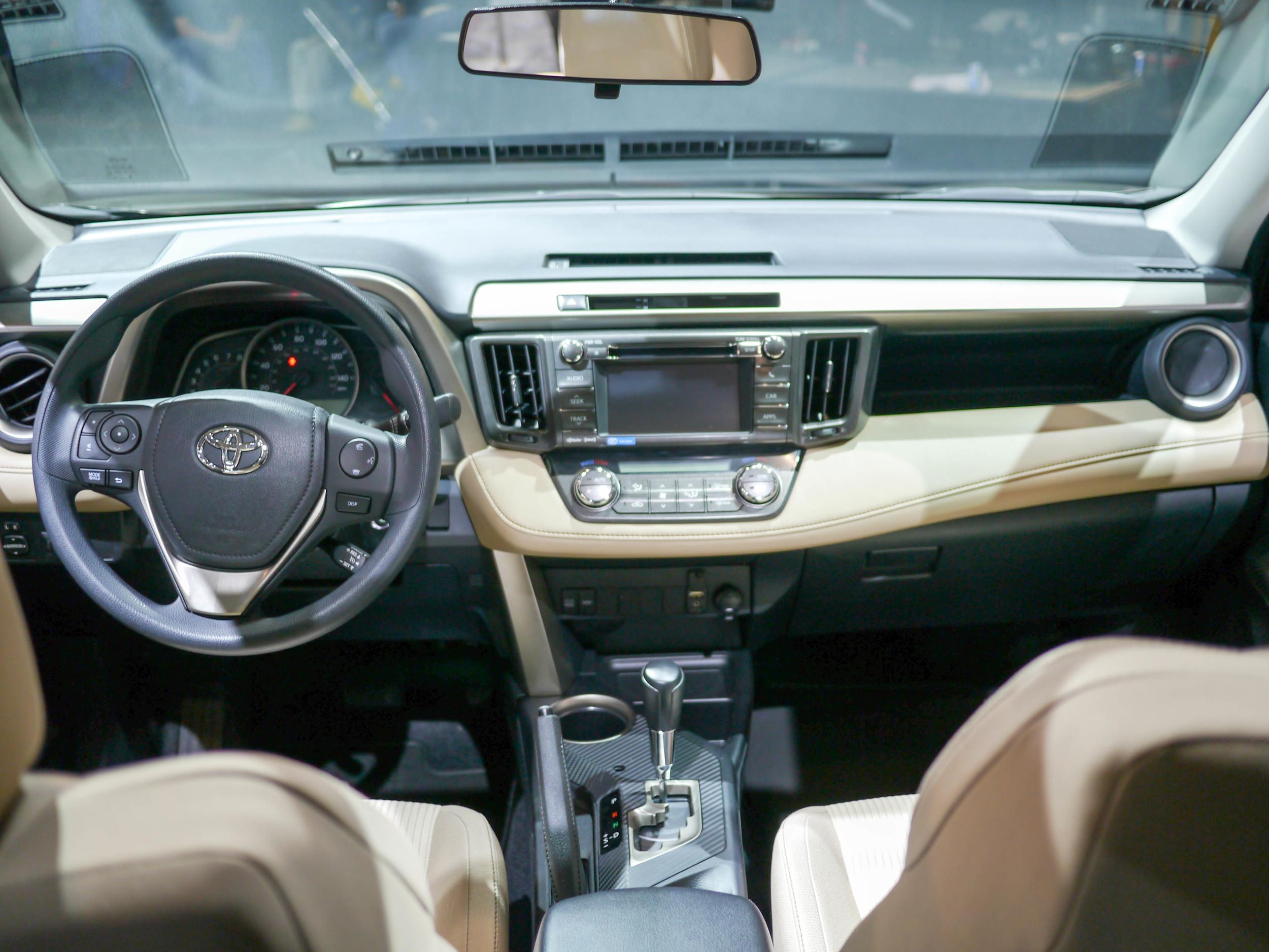 166_Toyota_RAV4_032713.jpg