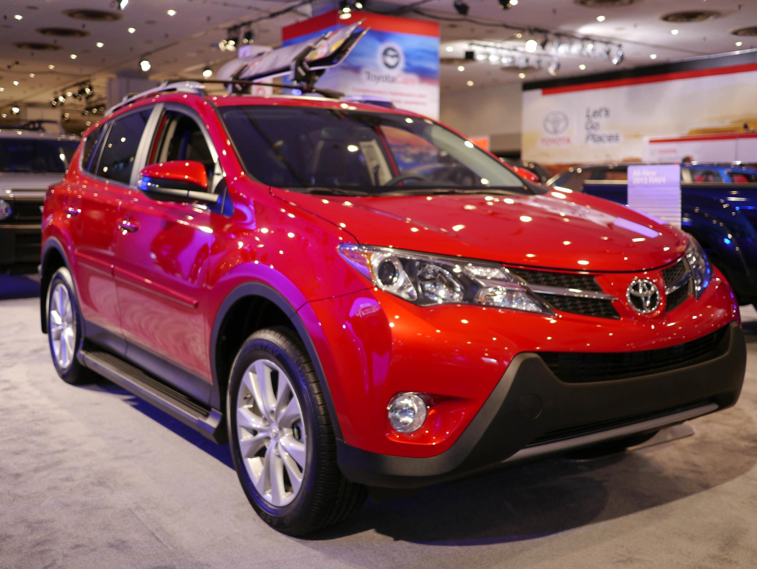054_Toyota_RAV4_032713.jpg