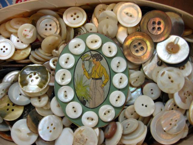 elegant-vintage-mother-of-pearl-buttons.png