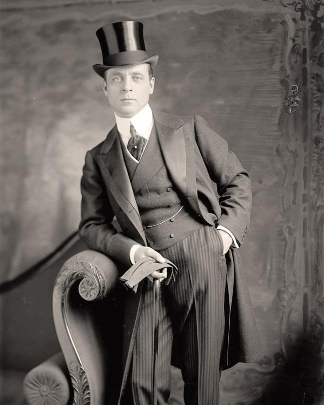 high silk hat & frock/tail coat 看起來差不多就是這樣啦~