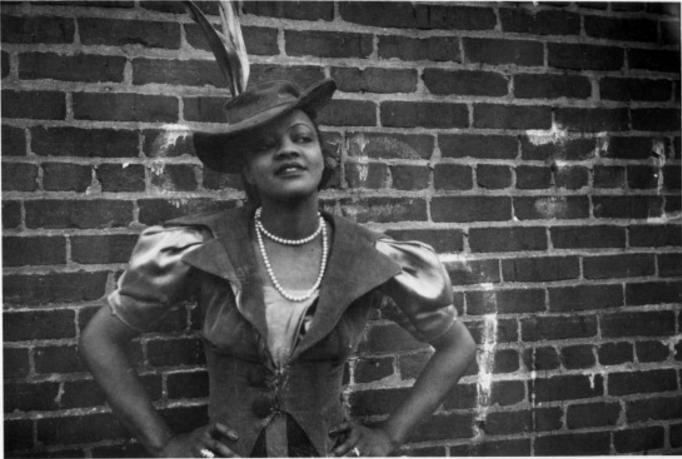 1938 年,年輕的 Blue Lu Barker,攝於紐約( via   Getty Images )