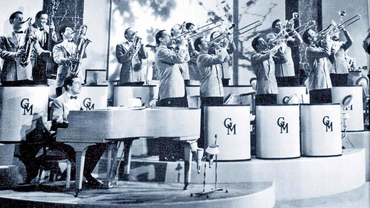 Glenn Miller Orchestra( via   Community Swing )