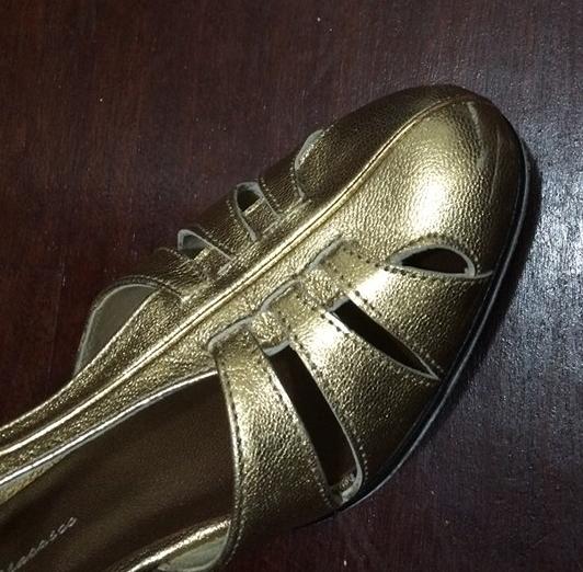 被刮傷的舞鞋