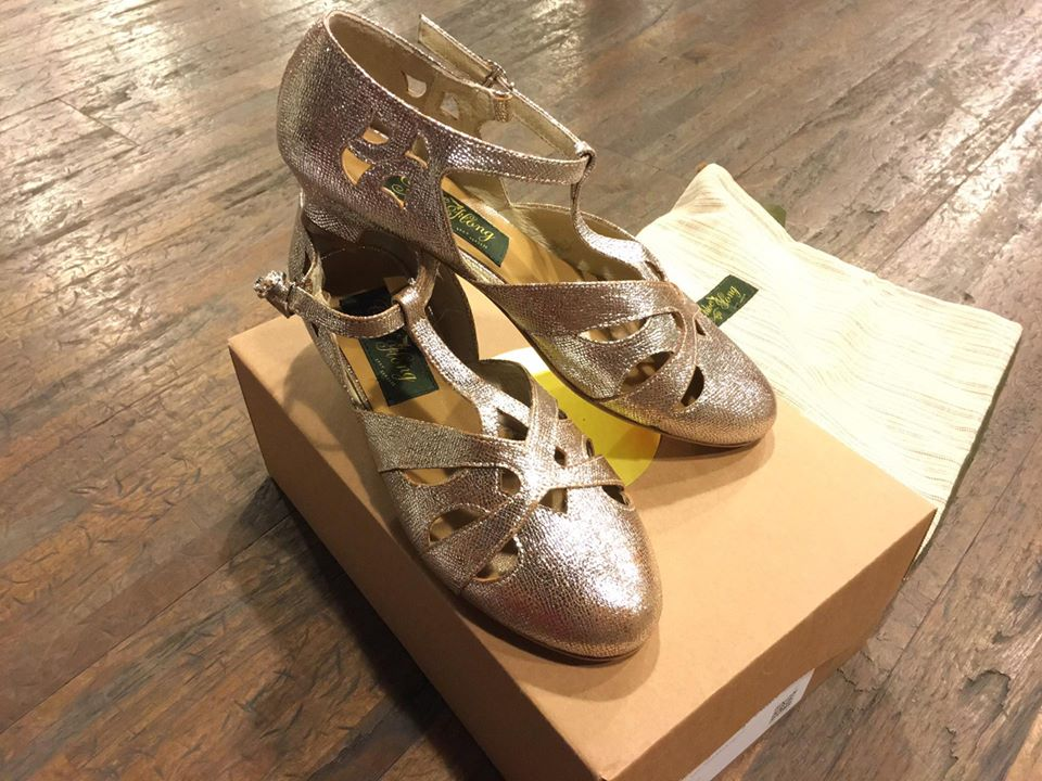 我的玫瑰金 Chloe Hong 舞鞋(另外還有贈送一個布製鞋袋)