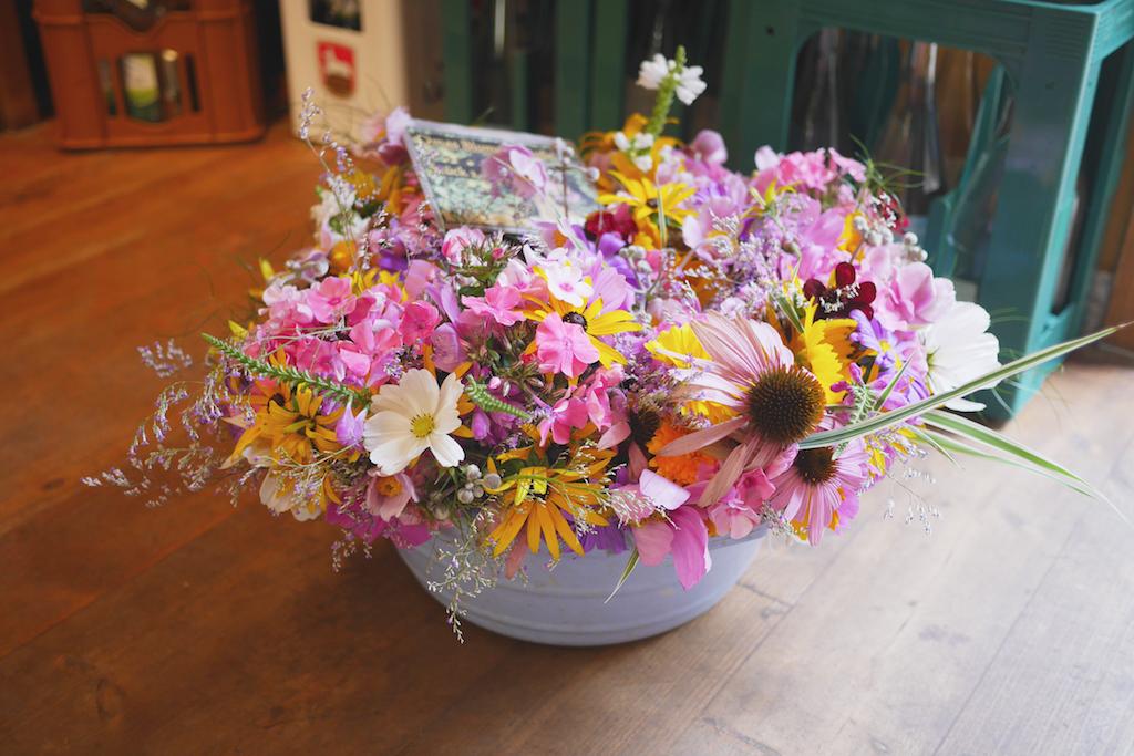 小店裡賣 Oma 種的花