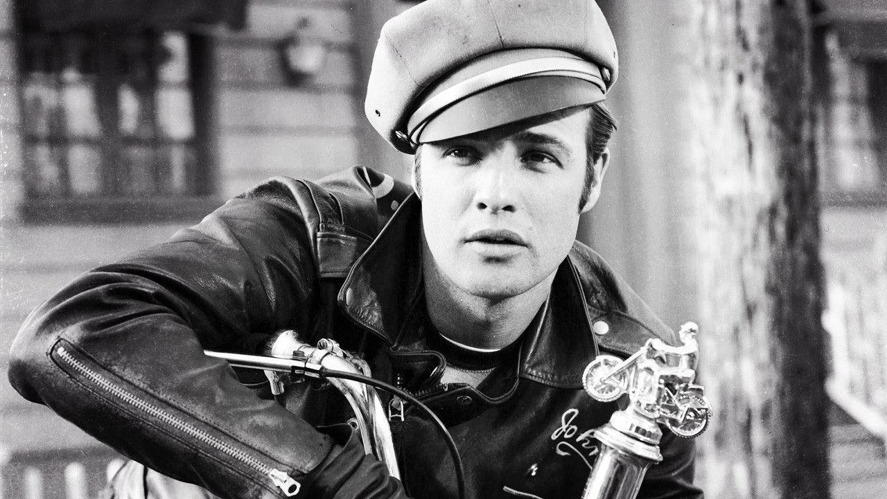1957 年的 Marlon Brando( via : Indie Wire )