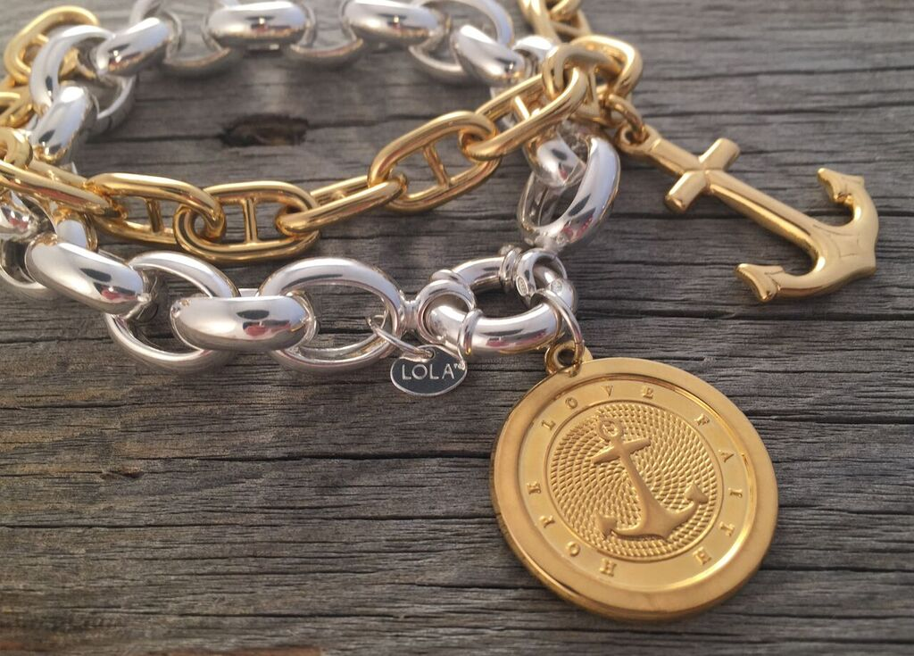 Bracelet Photo 2.jpg