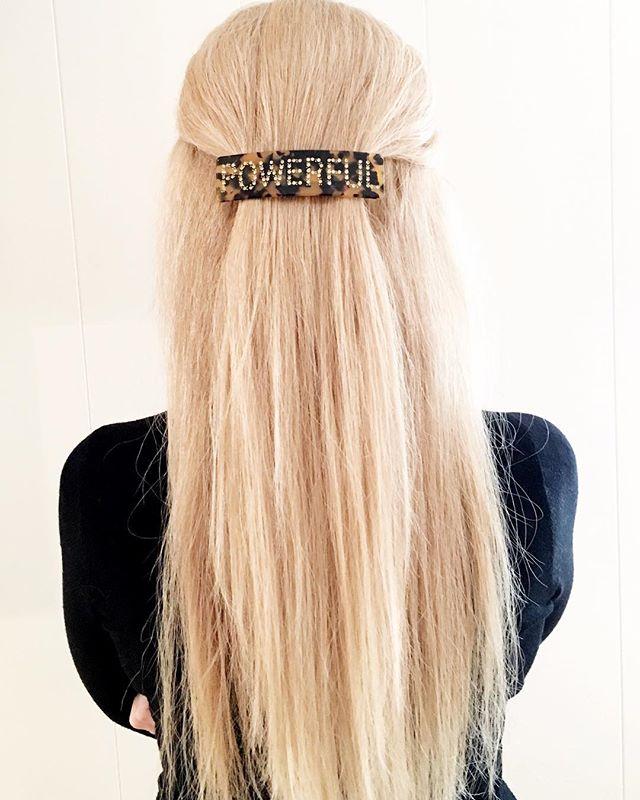 GRATULERER MED KVINNEDAGEN 😄💕 Passende hårspenne for dagen 👌#kvinnedagen #womensrights #powerful #girlpower #feminist #strongwomen #hairstyle #businesswoman #runyourbusiness #skinclinic #medispa #skincare #healthy #skien #cliniquederma1