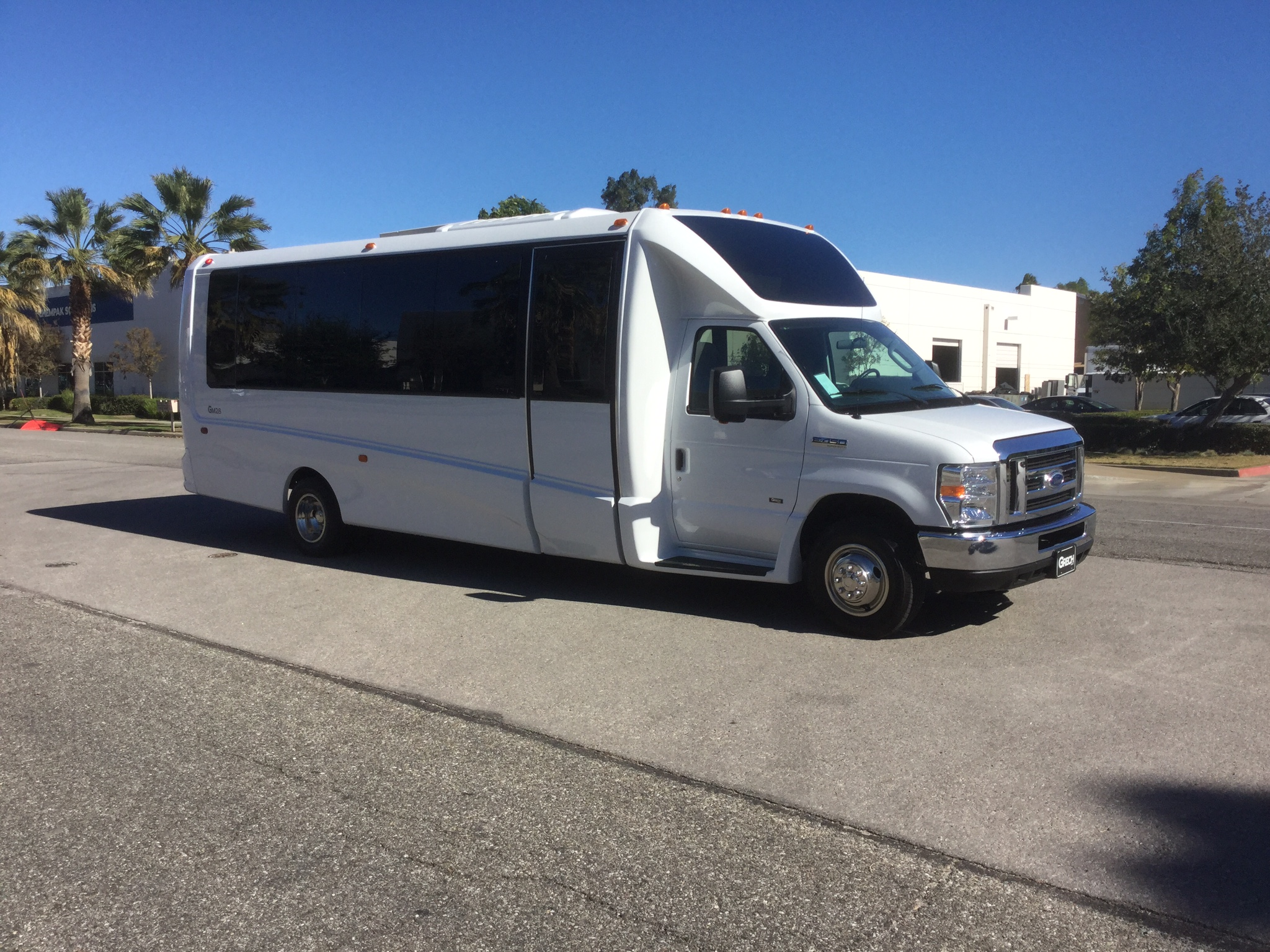 Model: GM28   New/Used : NEW   Stock #: GM2153   Capacity: 23+1   Year:  2016   Chassis: Ford E-450   Type: Shuttle