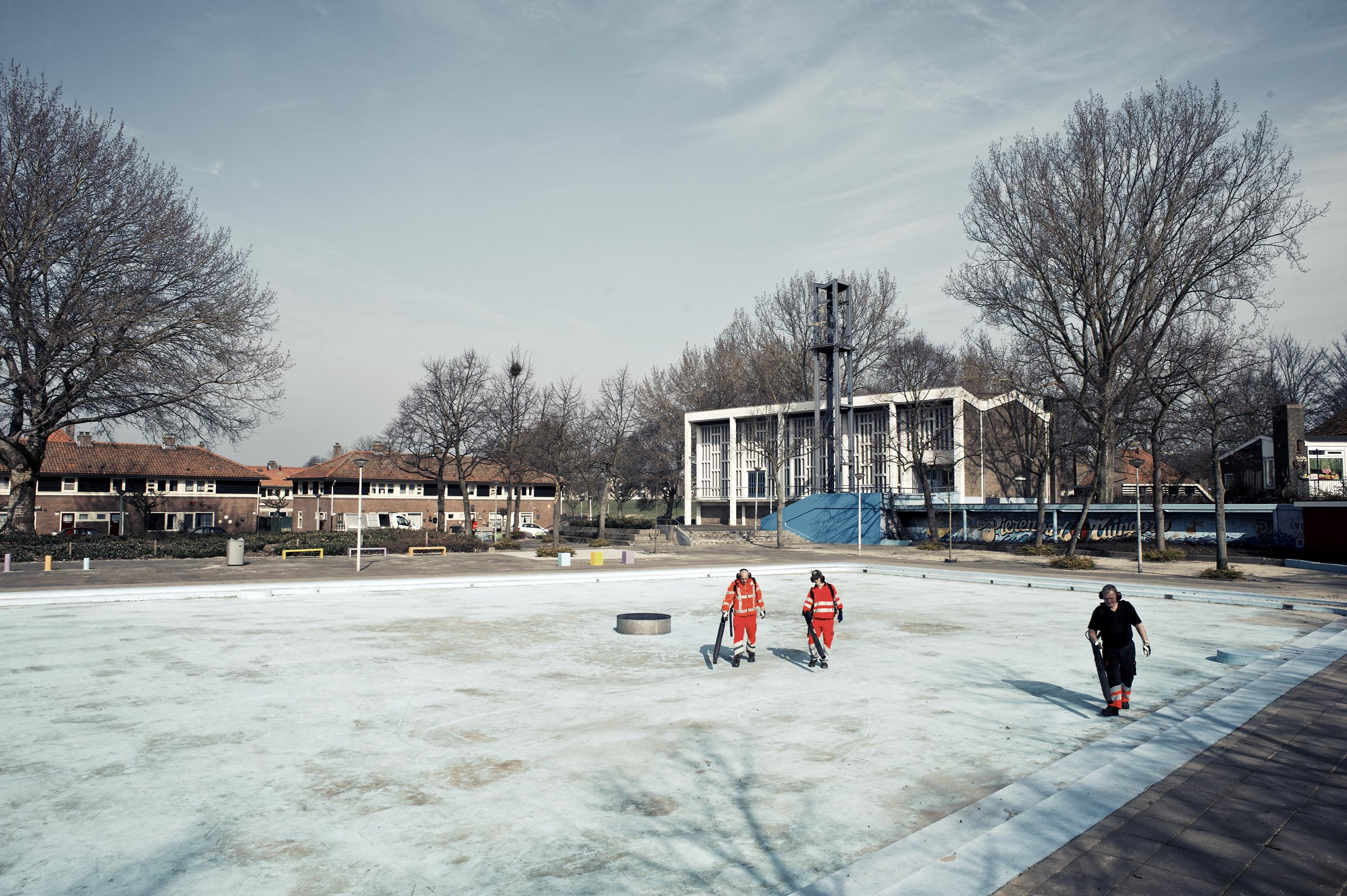 ⎯ The Plejaden pool in Amsterdam-Tuindorp is being prepared for the next sunny season.
