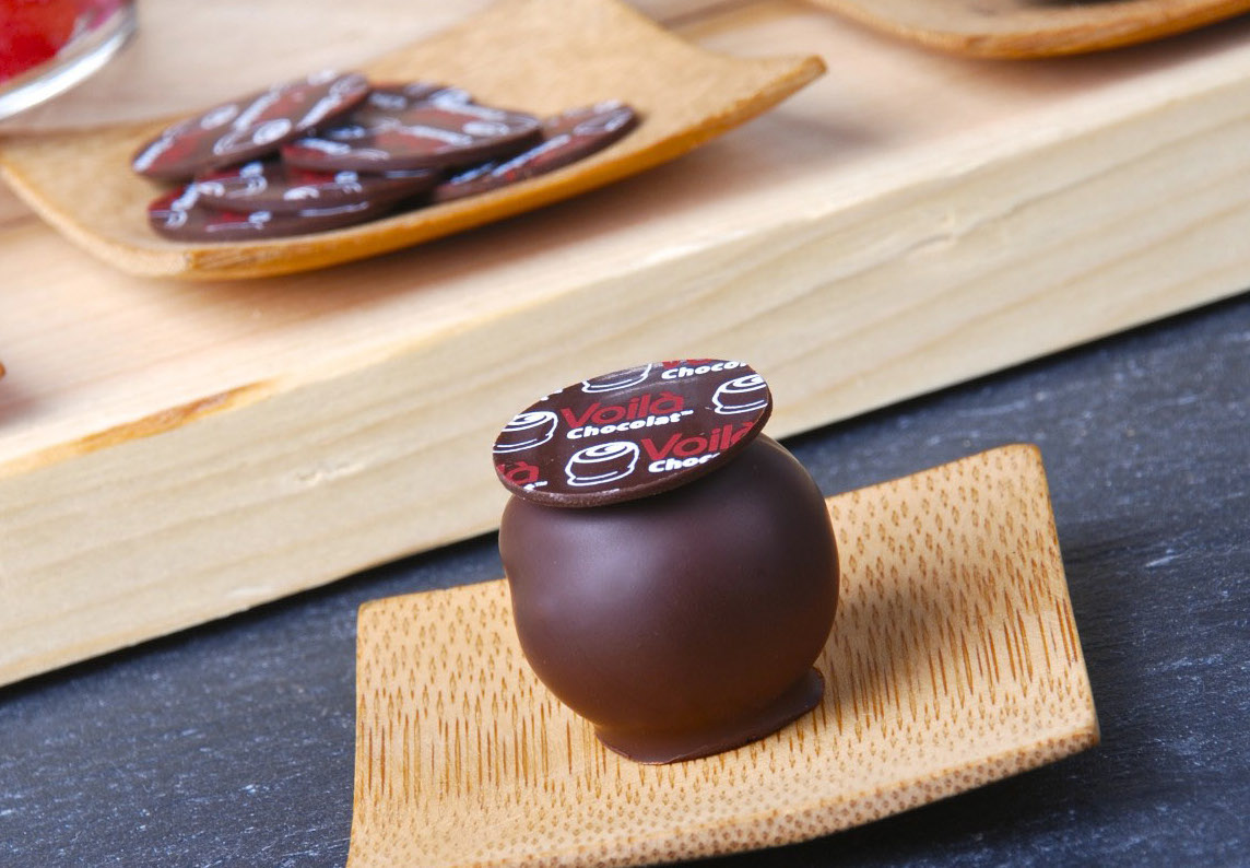Here is how a plaquette with your logo or design looks on a truffle.