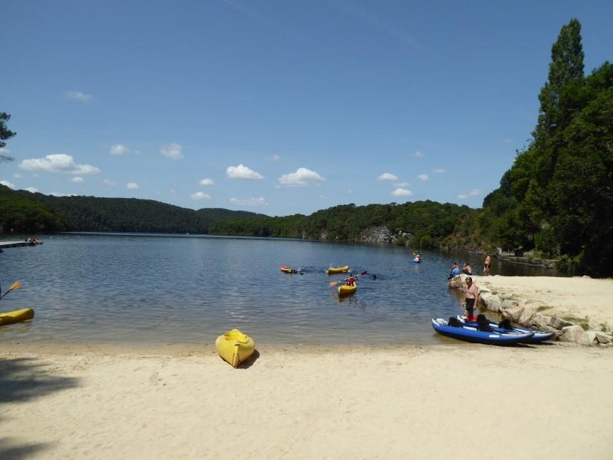 Canoeing on lac de Guerledan