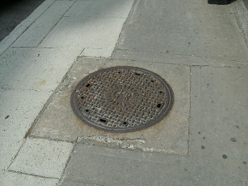 640px-Canadian_Pacific_Railway_manhole_cover_Peel_Street_Montreal.JPG