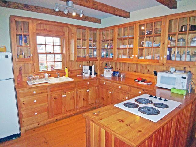 640-kitchen - Copy.jpg