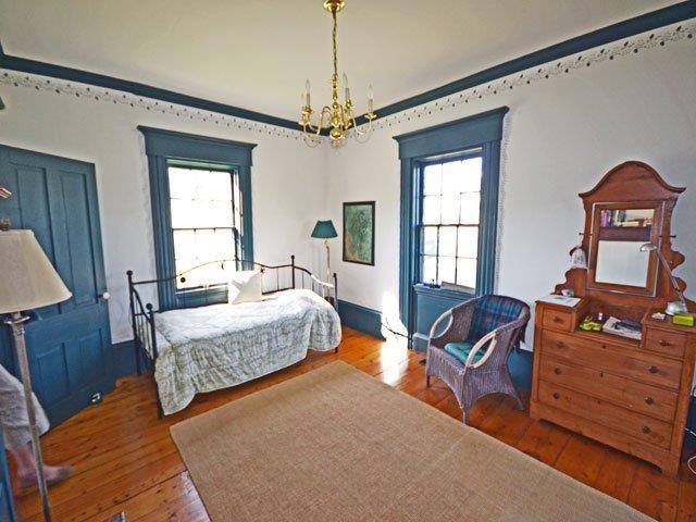 640 living room.jpg