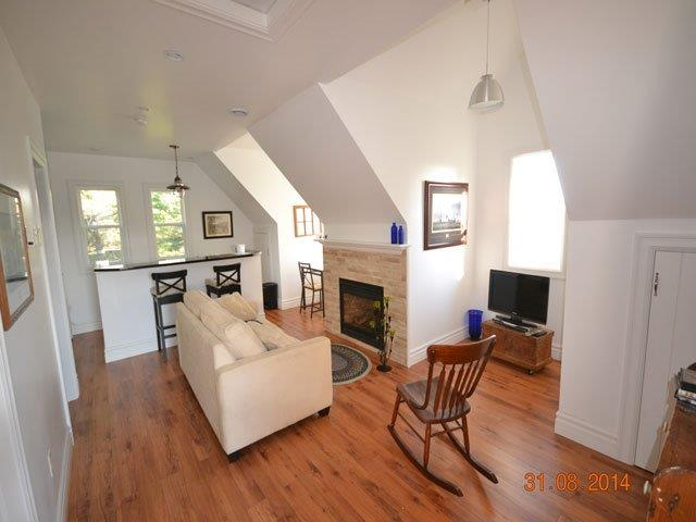 640-living area.jpg