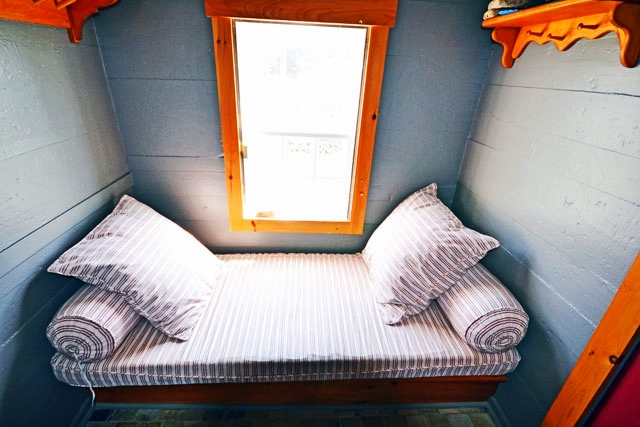 640--Porch-bed.jpg