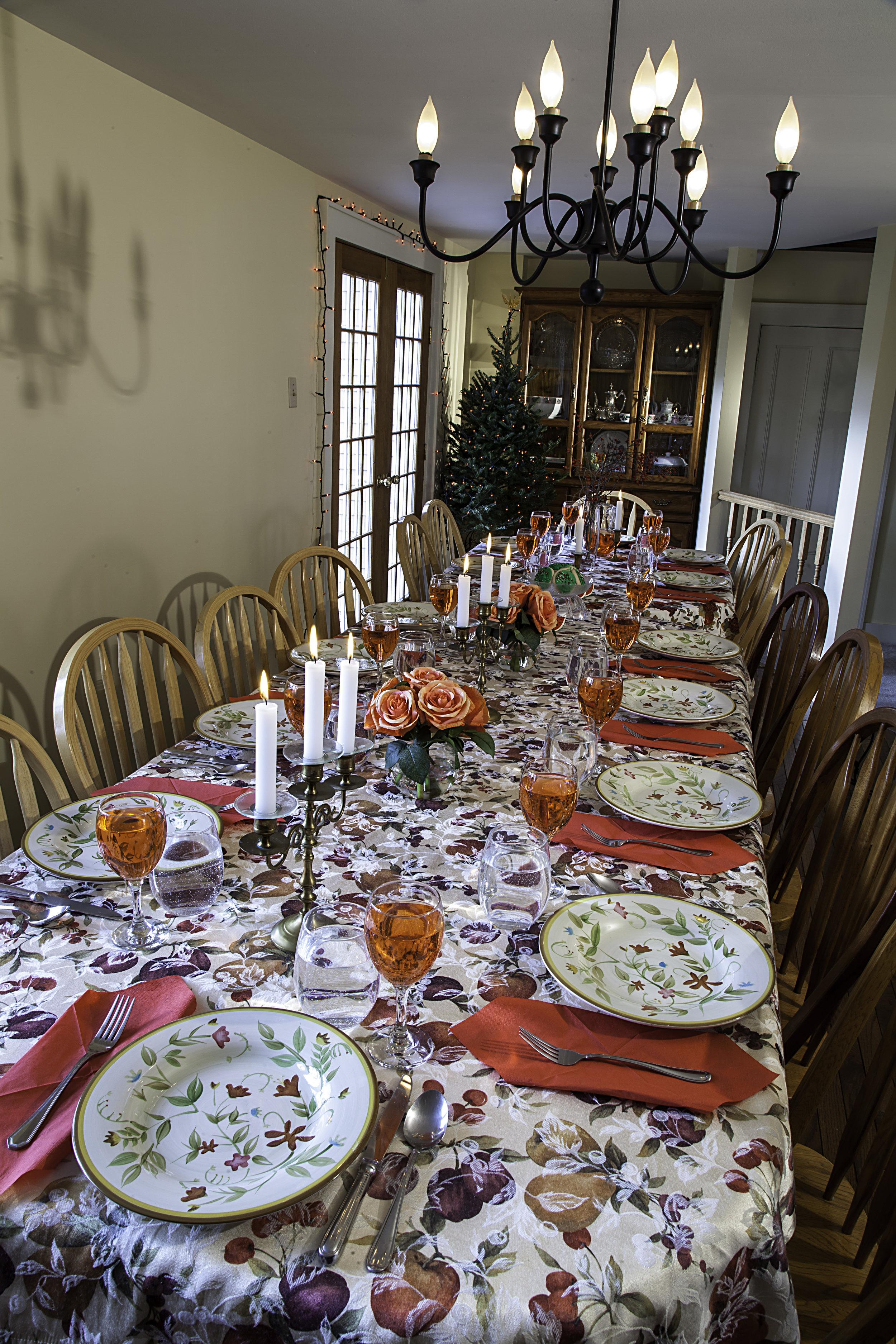 Christmas Dinner Table2 Dec2018.jpg