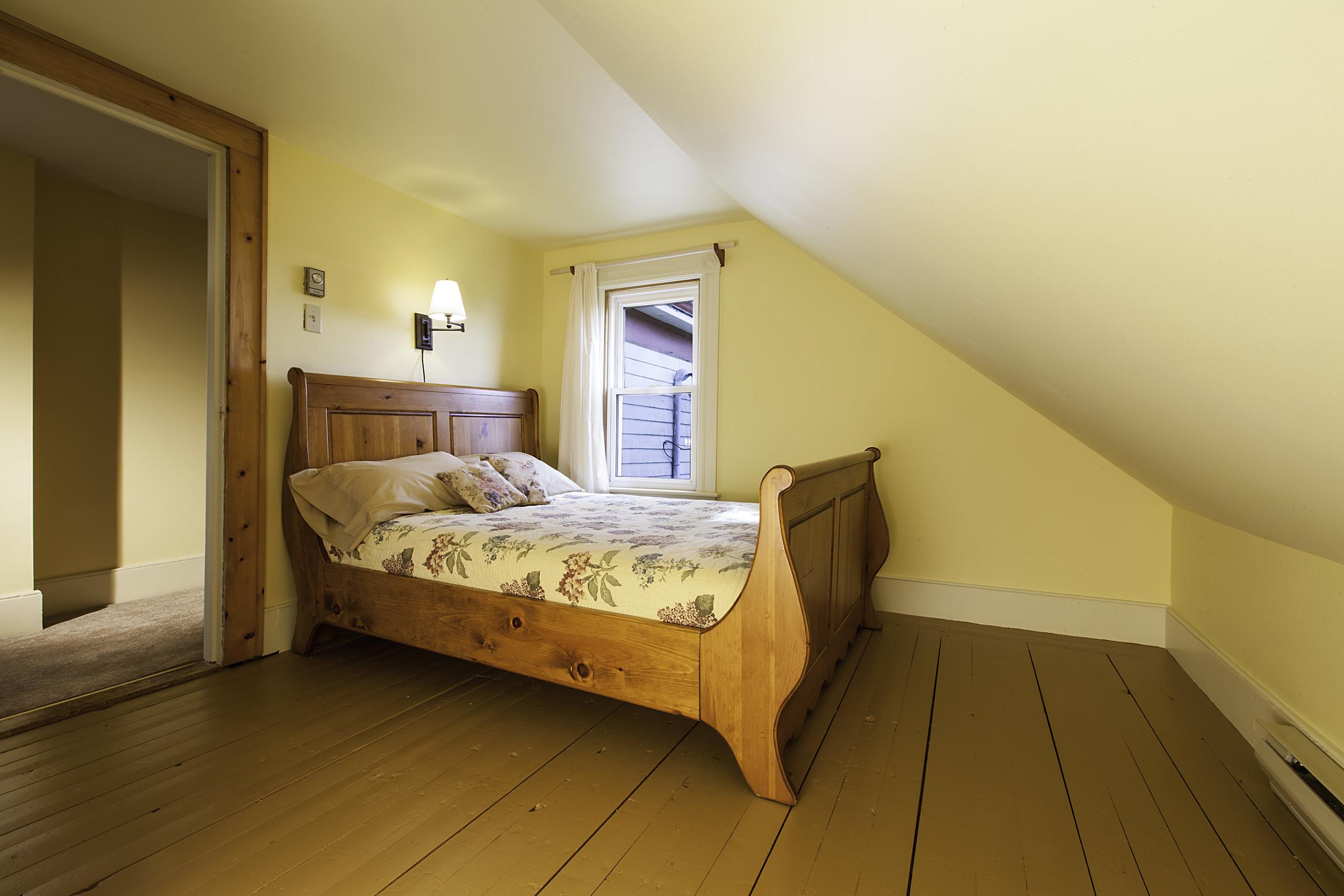 IMG_5530-Small_Bedroom-1.jpg