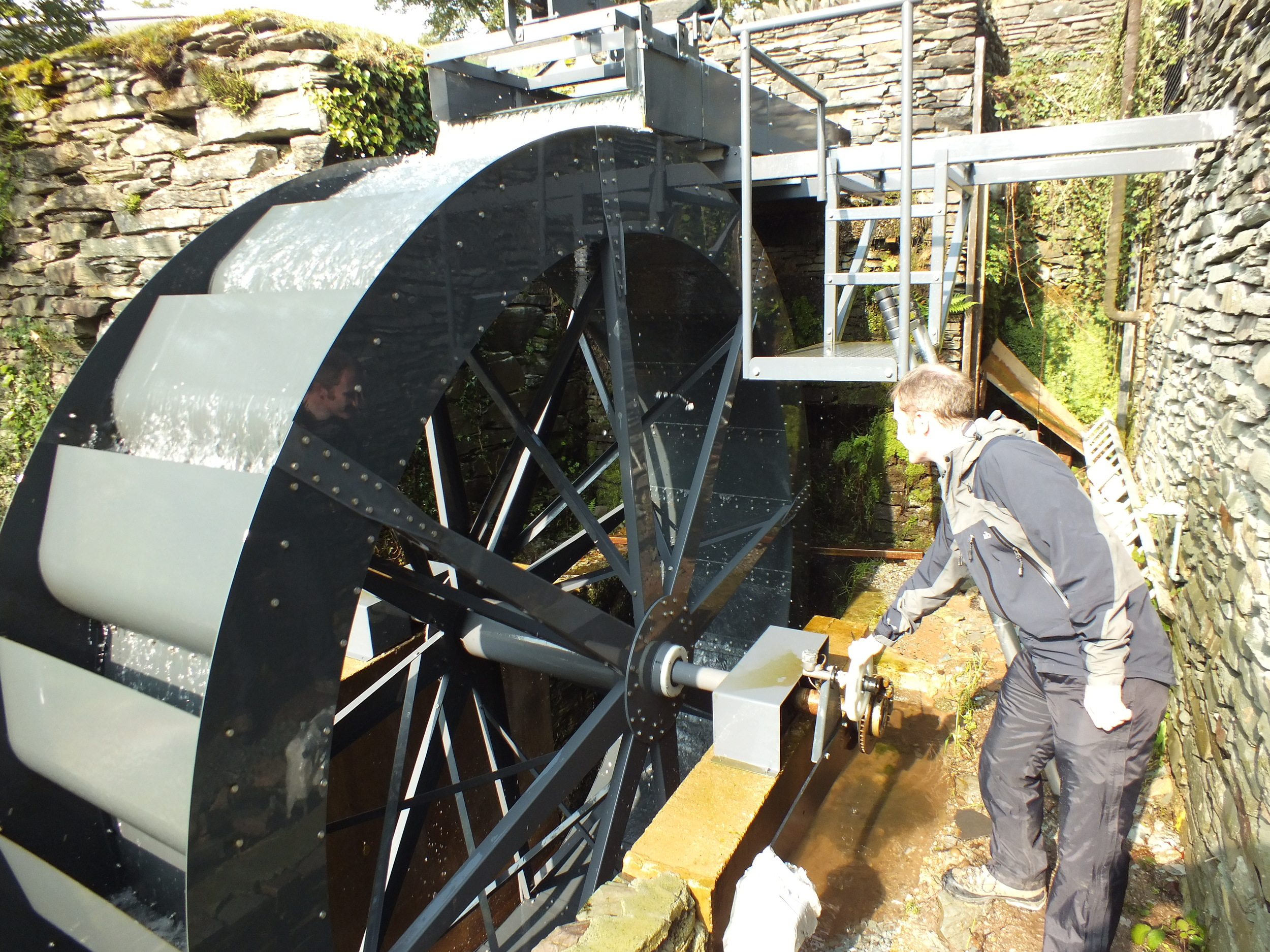 Dr Paddy Quinlan using the dynanometer during trials of the waterwheel