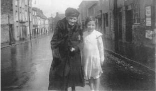 The Webmaster's Mother with her Granny in 1924.  Granny was born in 1845 and passed on her baking skills on down the generations.   C opyright ED O'Dwyer 2003