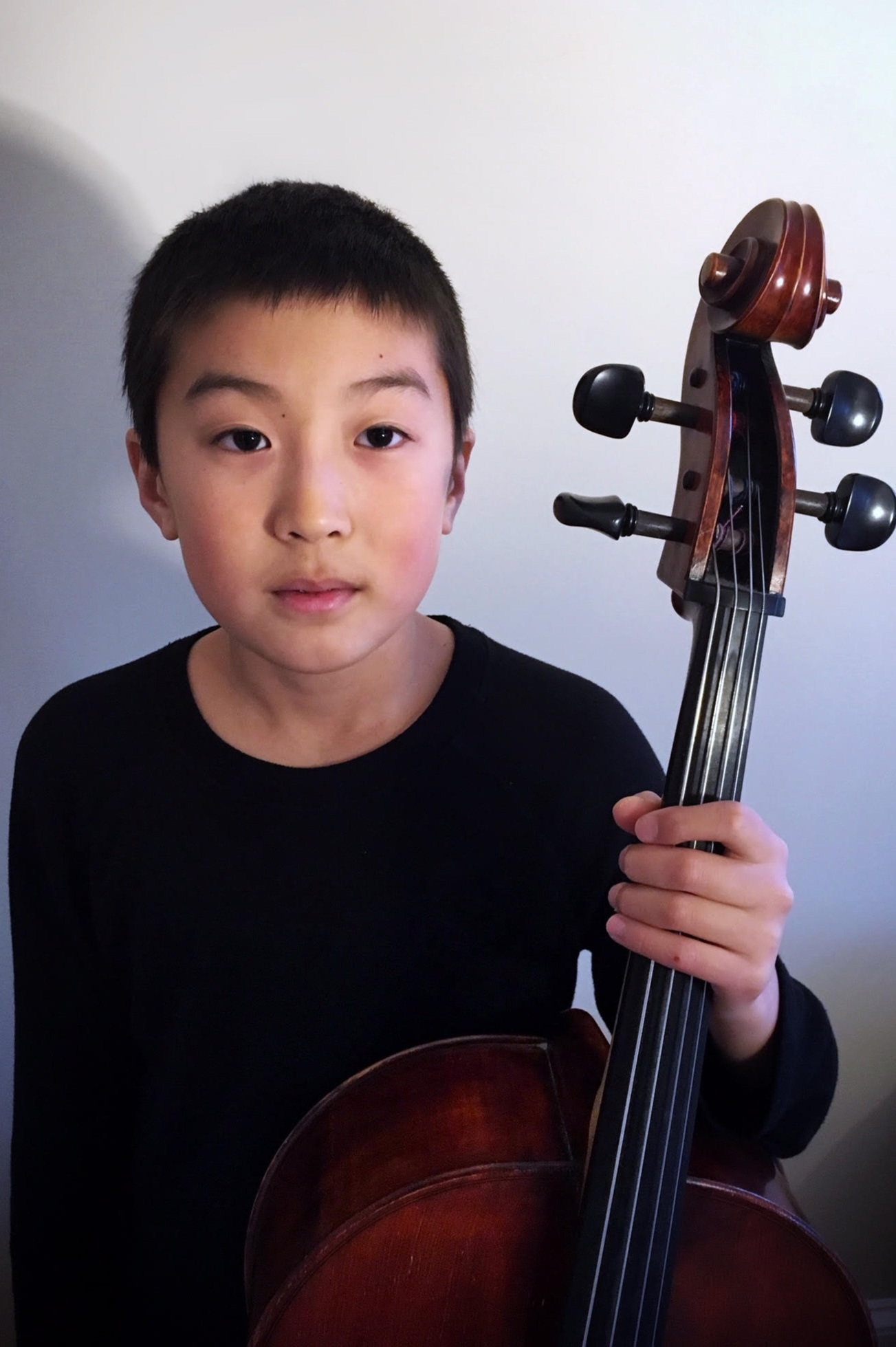 "3rd Prize   Born in New York City, 12-year-old  Oan Woo Park  began cello at age 3. He studies with Yari Bond, whom he first met while attending the Special Music School in Manhattan. Oan is a member of Trio Giocoso, coached by Laura Blustein, which appeared on NPR's ""From the Top"" (2017). He has received honors from the VIVO International Music Competition, the New York Music Competition, the Brockton Symphony Youth Concerto Competition, and will soon make his orchestral debut with the Wellesley Symphony Orchestra. In his free time, Oan likes to play video games and relax with his hamster, Peanut."