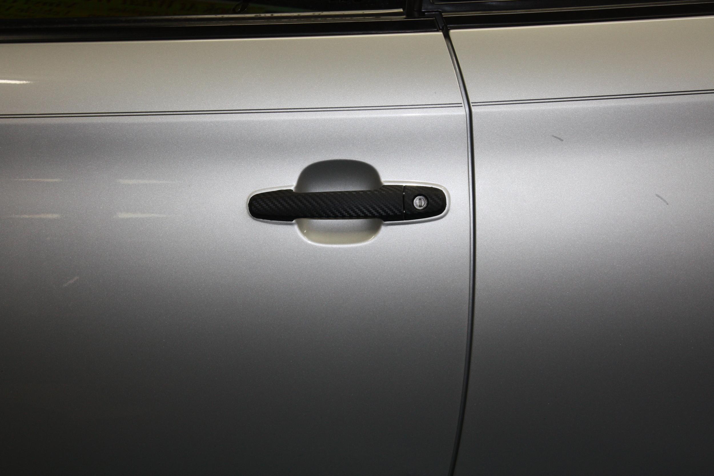Door handle with Carbon Fiber Vinyl.JPG