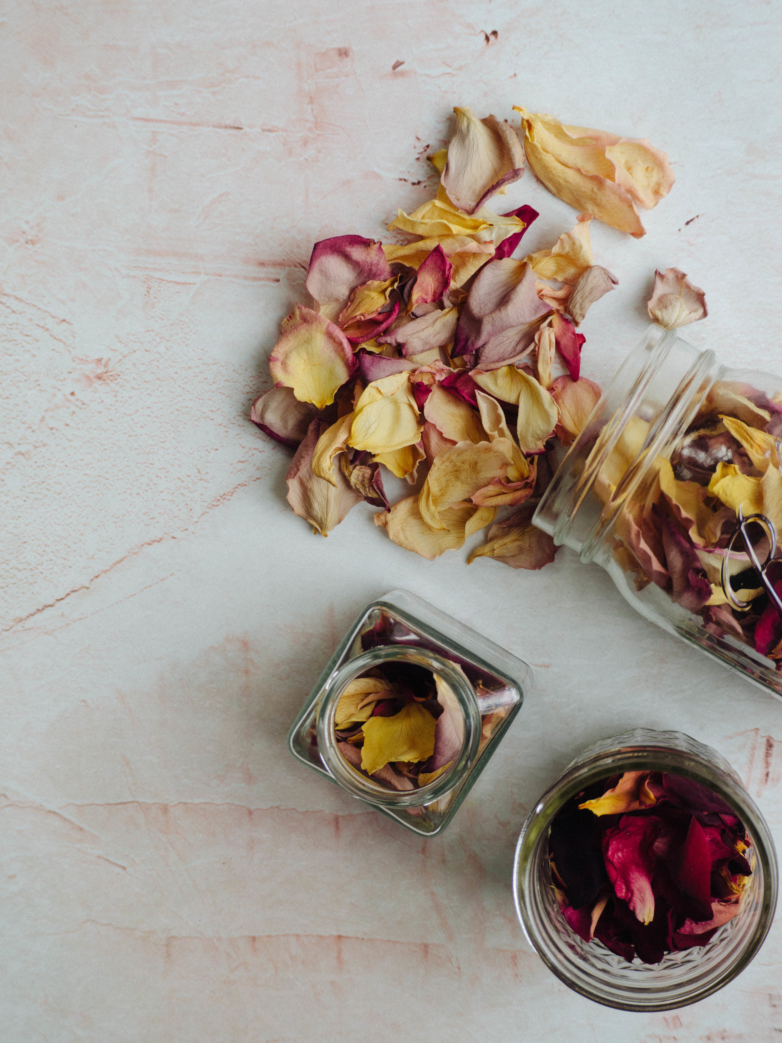 How to Dry Rose Petals for Baking