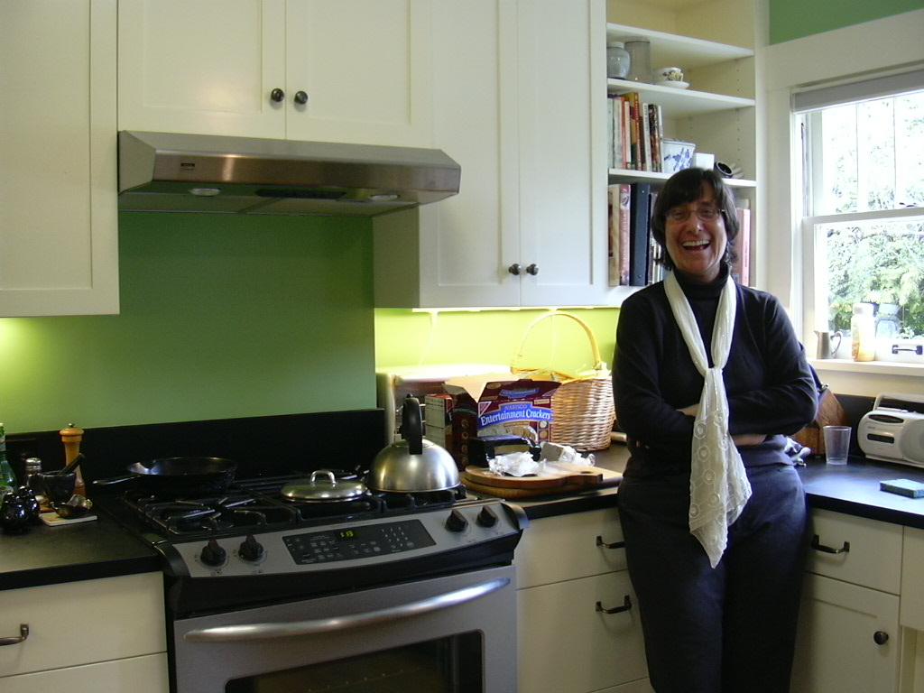 17Lake Union kitchen2.jpg
