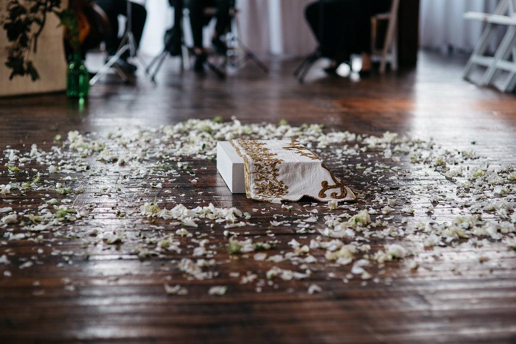 molly-matt-brooklyn-nyc-greenpoint-loft-wedding-lawrence-braun-lwrncbrn-Hi-Res-0288.jpg