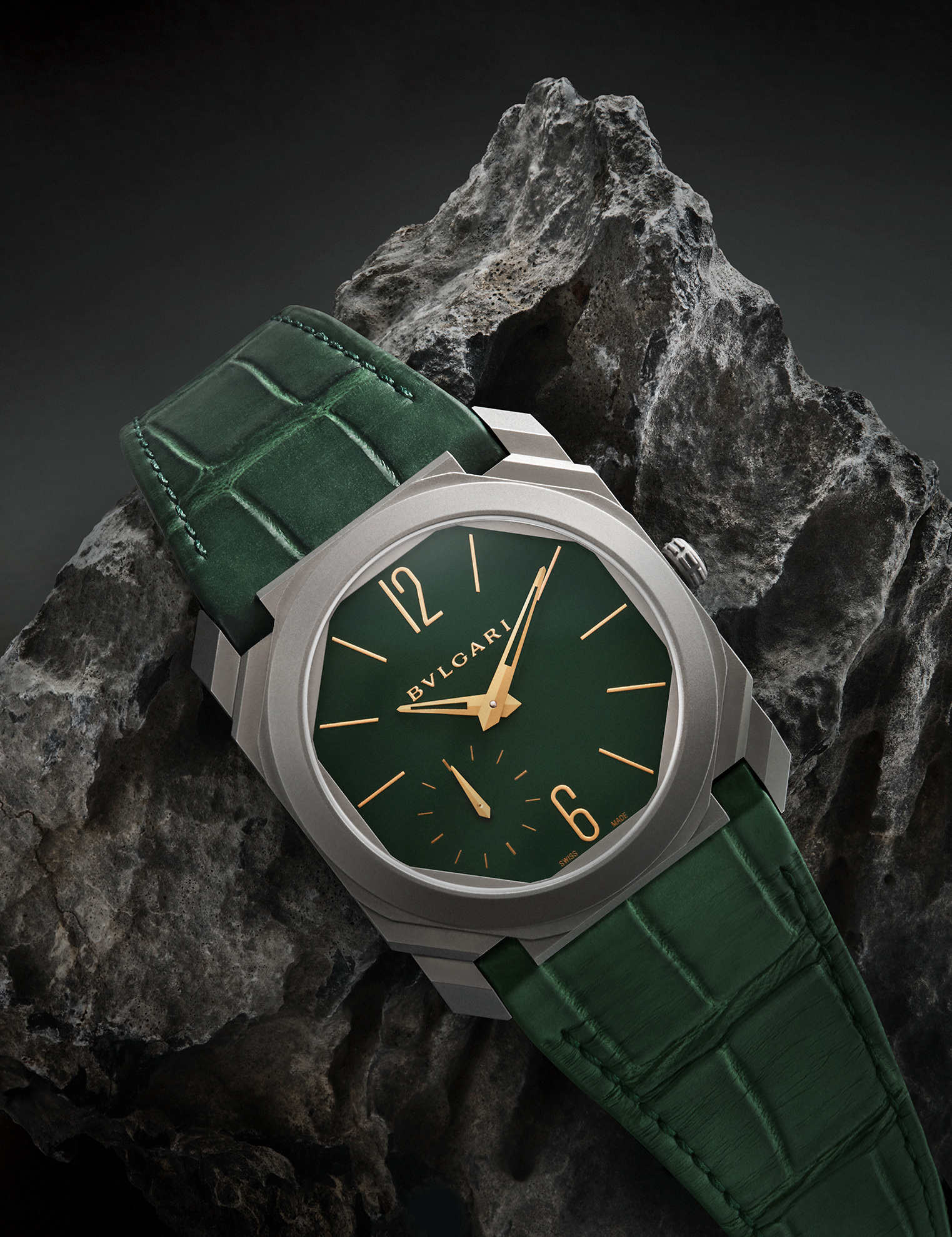 watch-photographer-london-still-life-photography-luxury-product-photographer-green-bulgari-watch.jpg