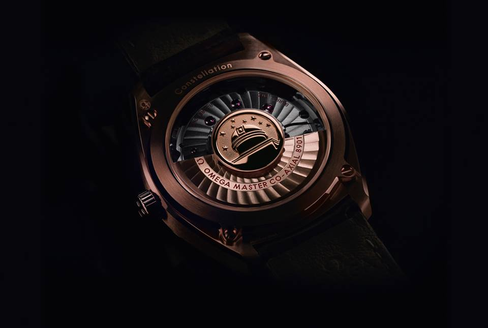The gorgeous sapphire crystal back with solid gold red rotor and Observatory medallion. ©Omega Ltd
