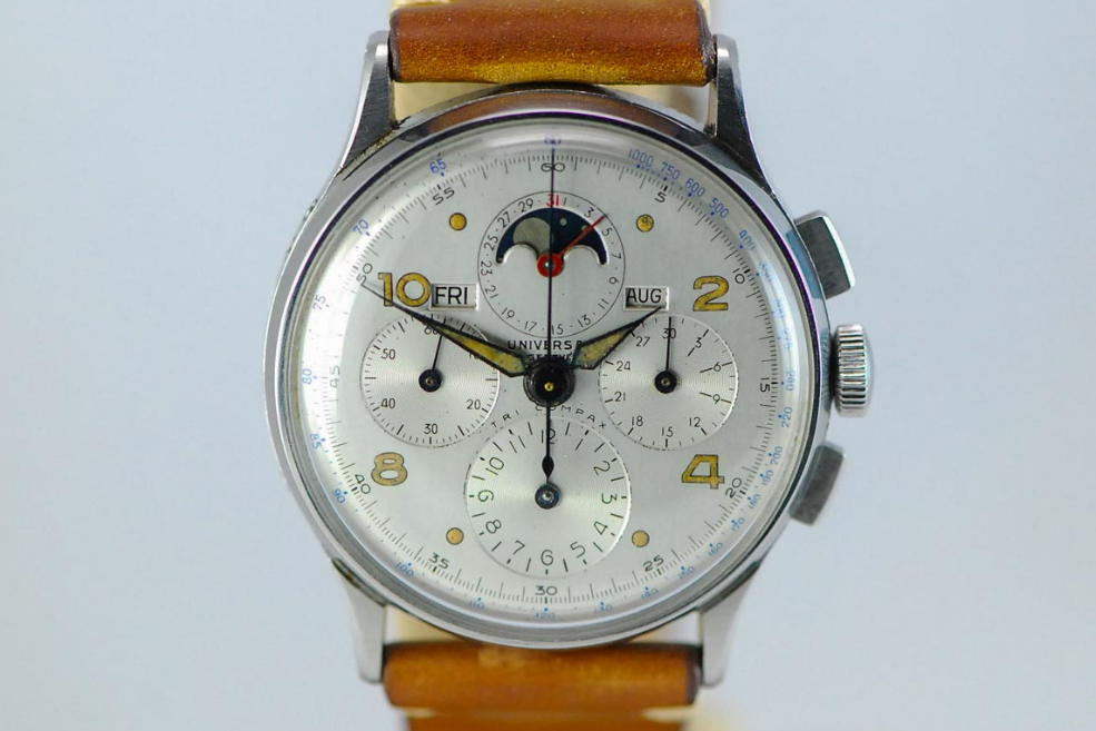 Universal Geneve Tri-Compax Ref. 22242 with short hands. Photo courtesy of European Watch Company.