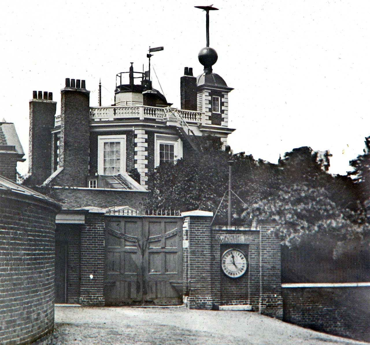 Time-Signal-Wires-1860s Obserrvatory Greenwich.jpg
