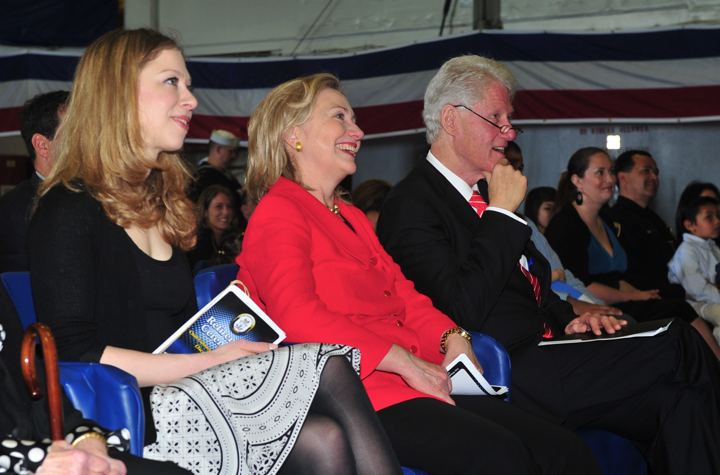 US_Navy_110401-N-KD852-385_Chelsea_Clinton,_left,_Secretary_of_State_Hillary_Rodham_Clinton_and_former_U.S._President_William_Jefferson_Clinton_att.jpg