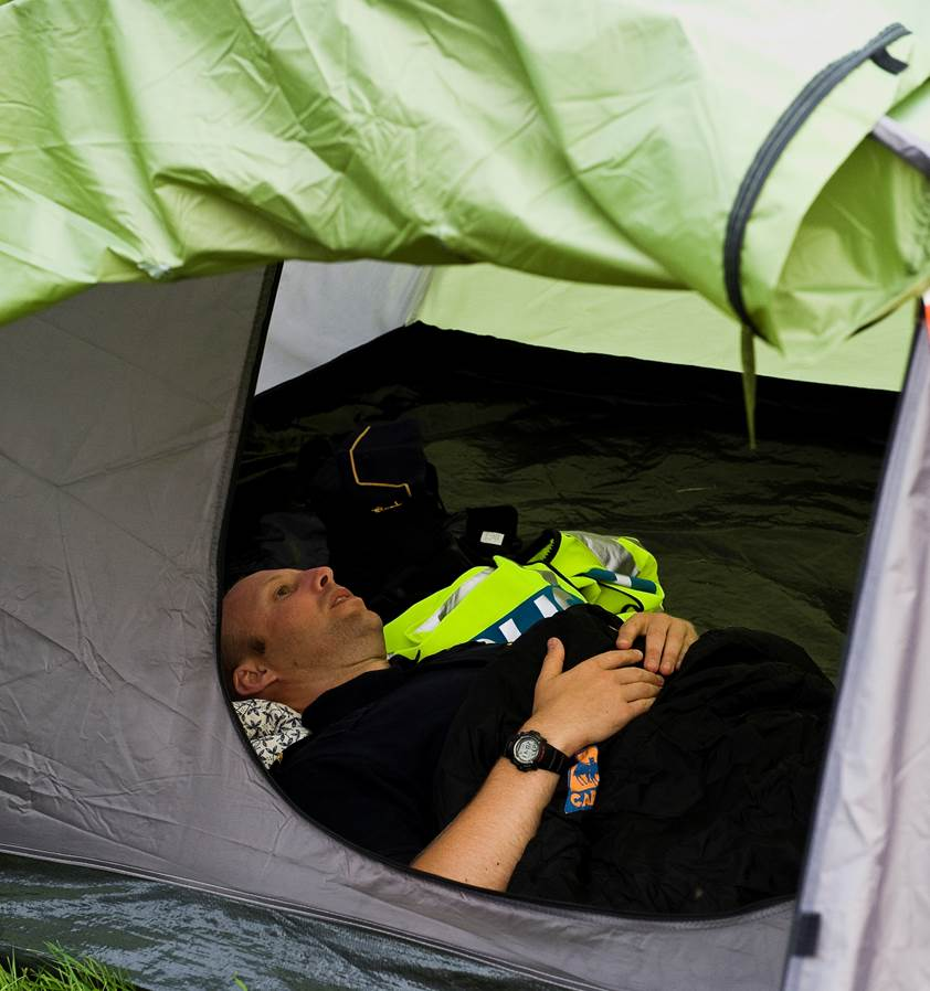 (Foto: Peter Grönlund) När jag är på väg mot Norrland för att att jobba under några veckor. När jag kom upp till Kiruna på kvällen dagen efter var det så mycket mygg att jag sov i bilen. Jag fick senare erbjudande av kollegorna att bo i en av cellerna, vilket jag gjorde... (med vanlig madrass).