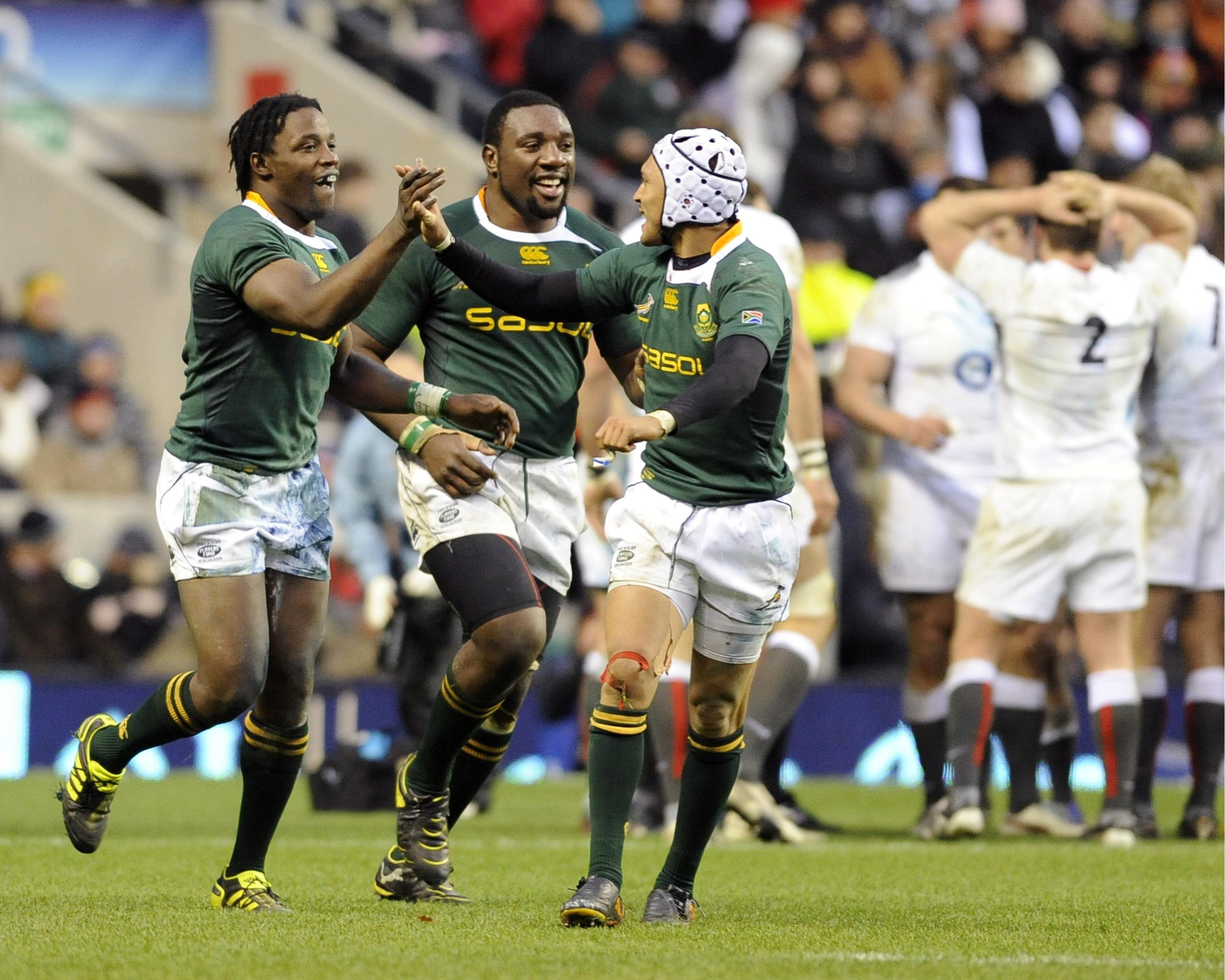 South Africa's Lwazi Mvovo (L) celebrates his try against England with Gio Aplon (R) and Tendai Mtawarira during their international rugby union match at Twickenham Stadium in London November 27, 2010.  Image supplied by Action Images / R  ussell Cheyne
