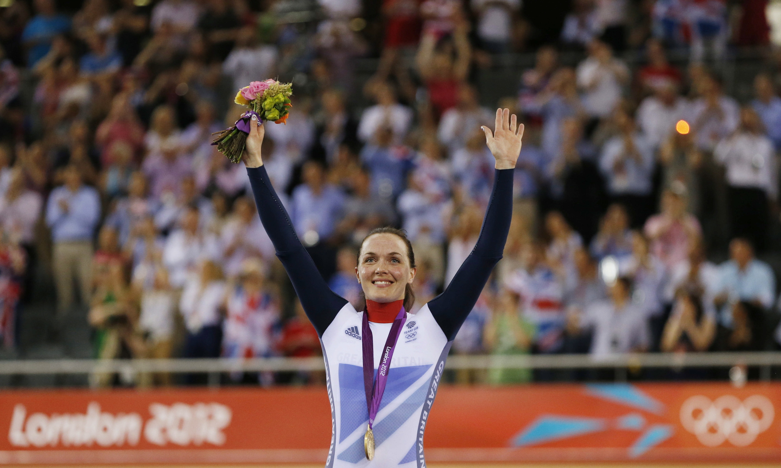 Great Britain's Victoria Pendleton celebrates winning gold in the Women's Keirin at the London 2012 Olympic Games.  Image supplied by Action Images / Andrew Boyers .