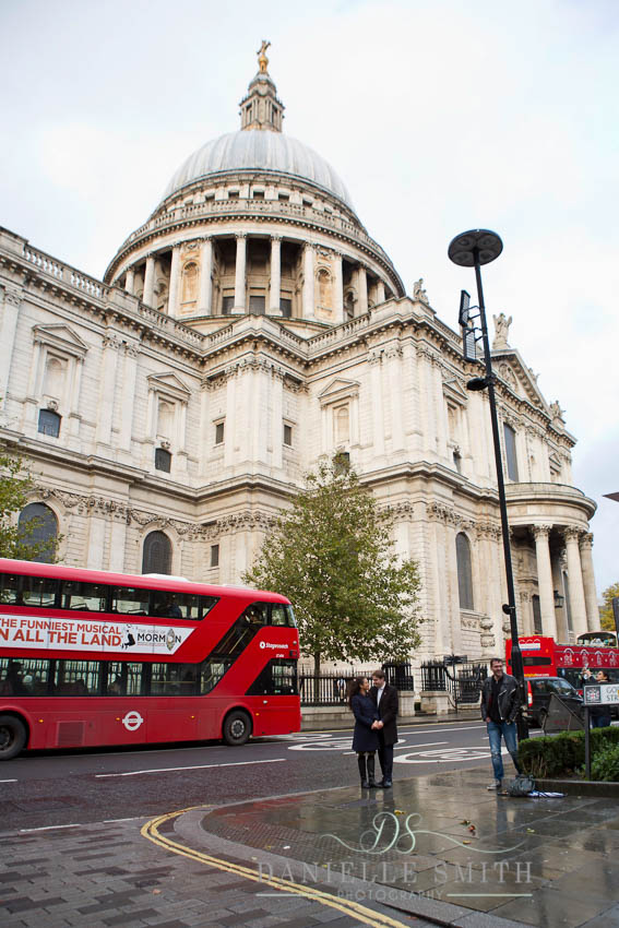 couple in front of st Pauls with big red bus
