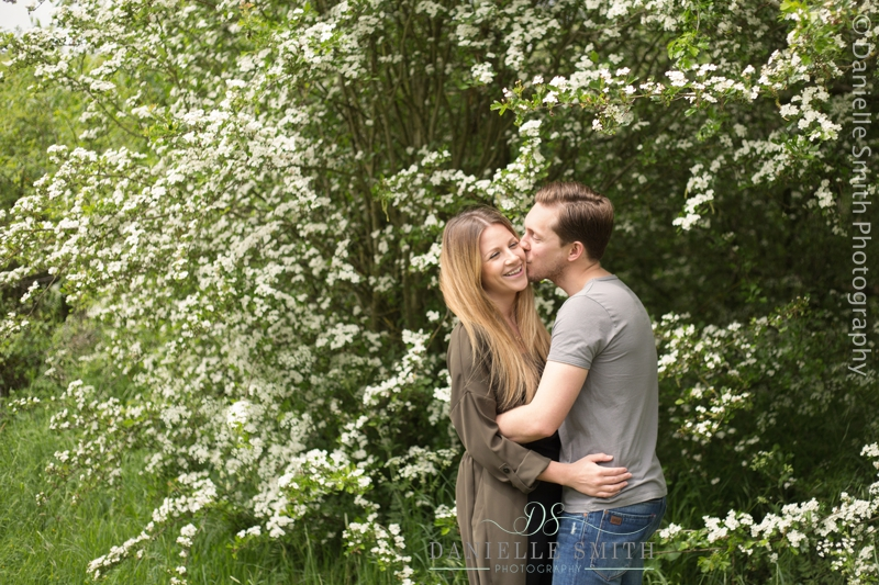 couple kissing with spring flowers