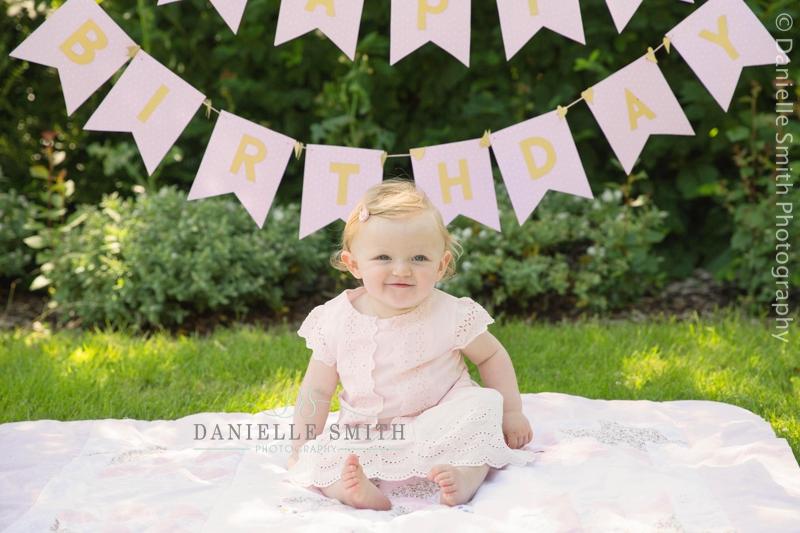 little girl first birthday photo
