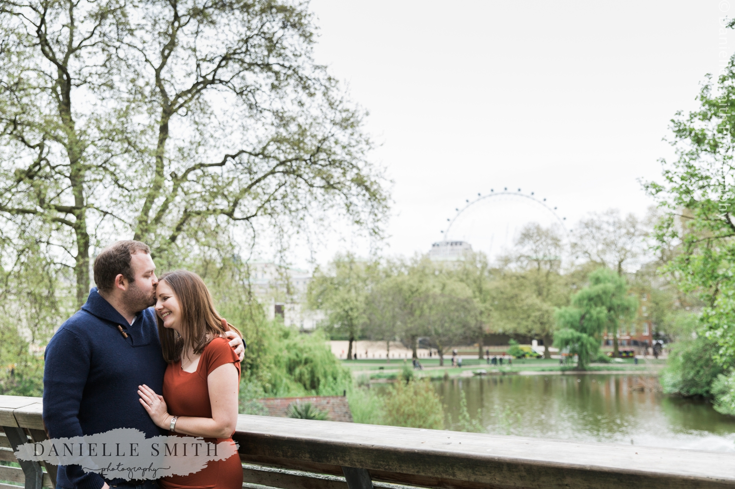 couple hugging in front of london eye