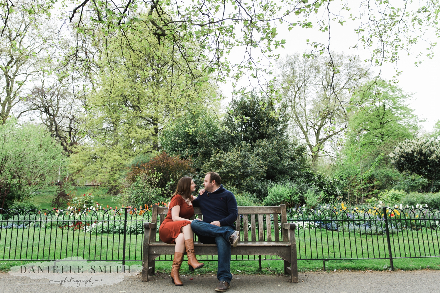 couple sitting on bench - st james park pre-wedding photography