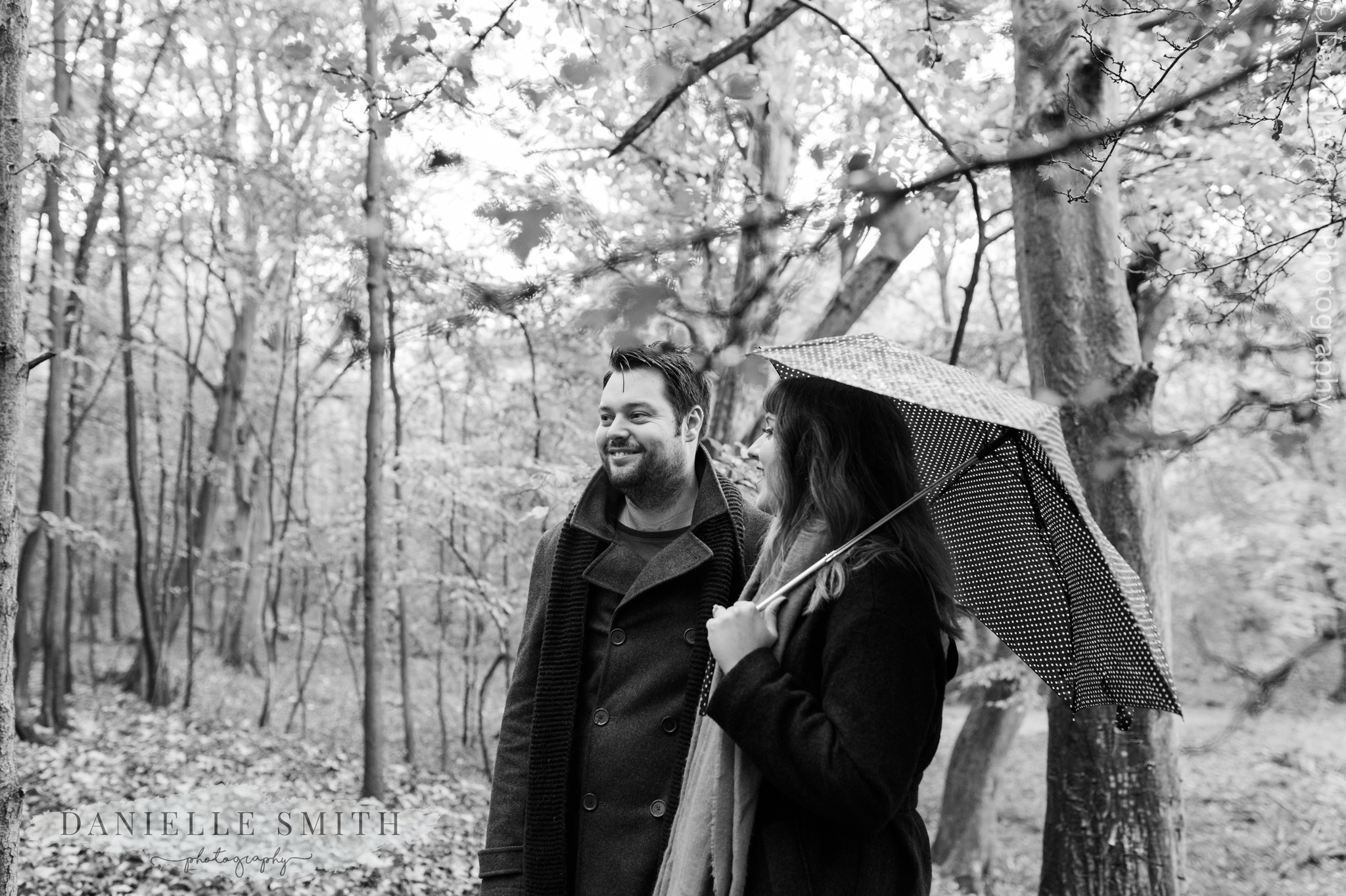 woodland pre-wedding photo shoot