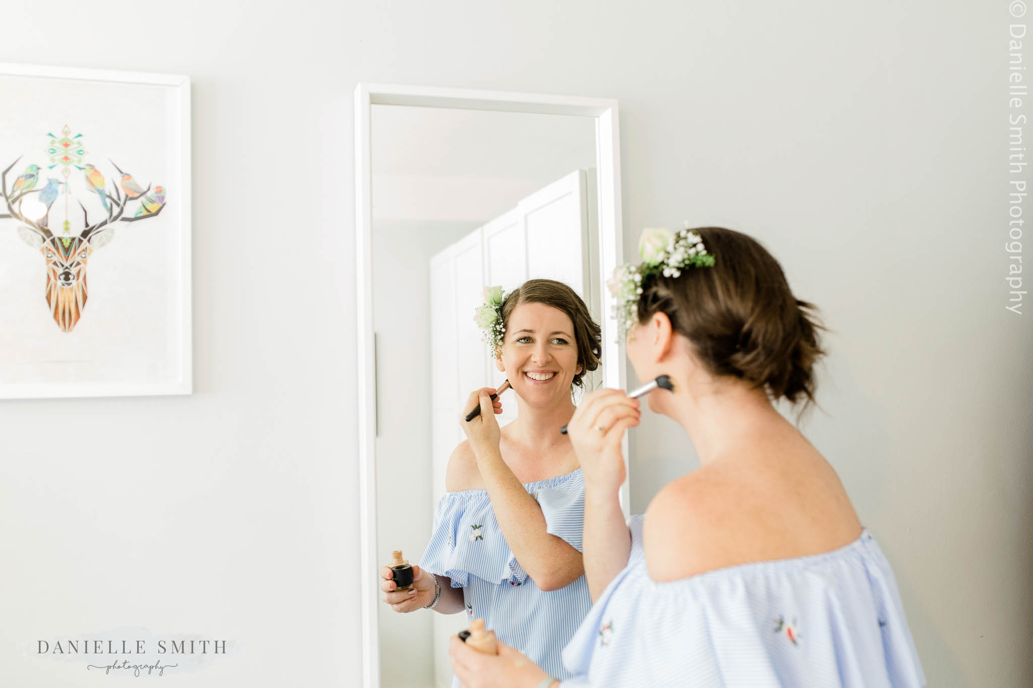 bride doing her make up in the mirror - relaxed and fun wedding