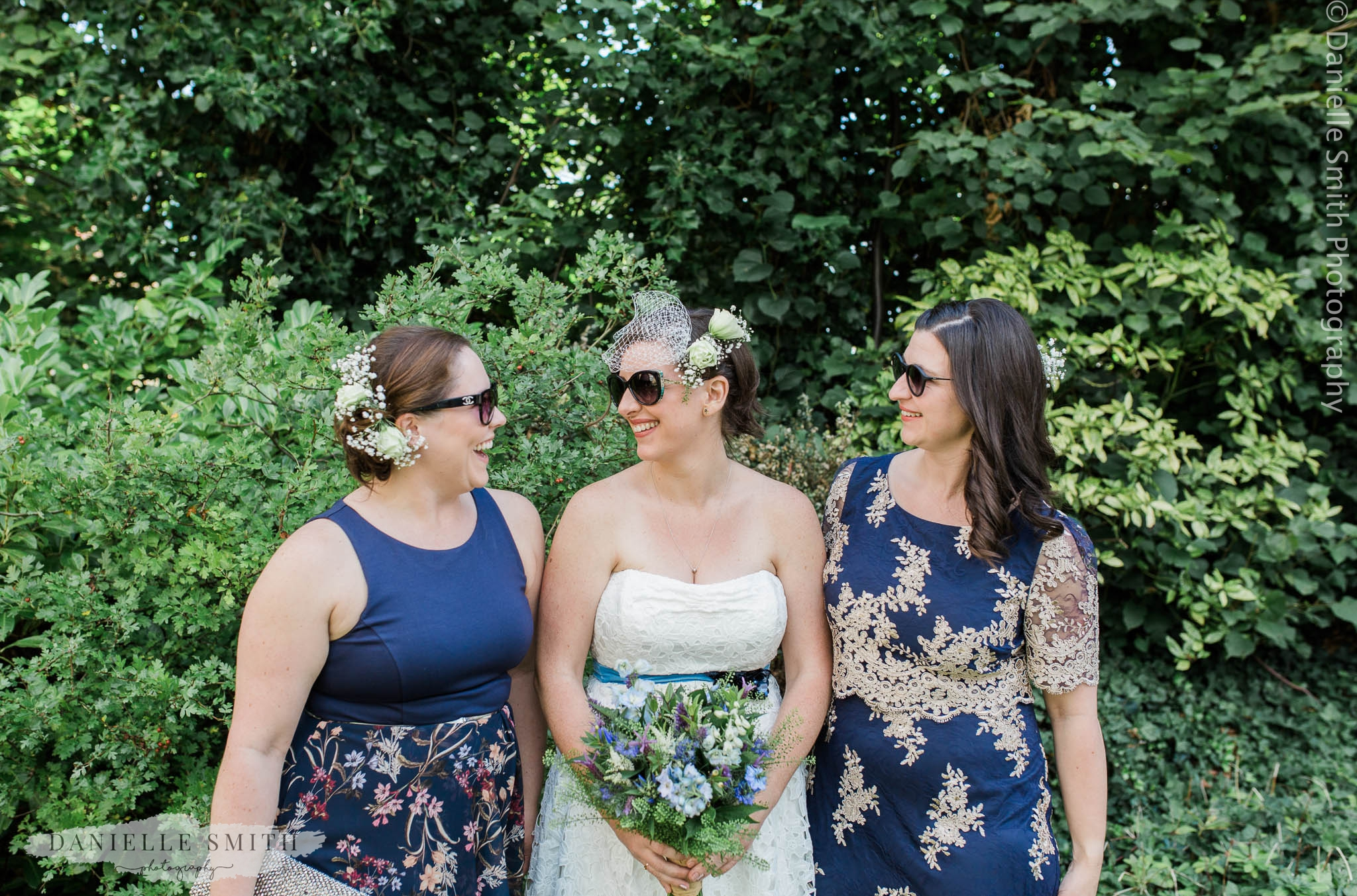 bride and her bridesmaids - relaxed and fun wedding